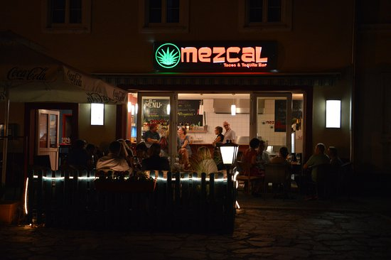 Krems an der Donau, Avusturya: Tolle Atmosphäre am Abend im Mezcal !!!