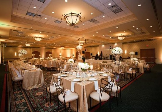 Burr Ridge, IL: Ballroom – Wedding Reception