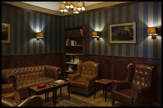 Aficionado Room Cigar & Whisky Lounge