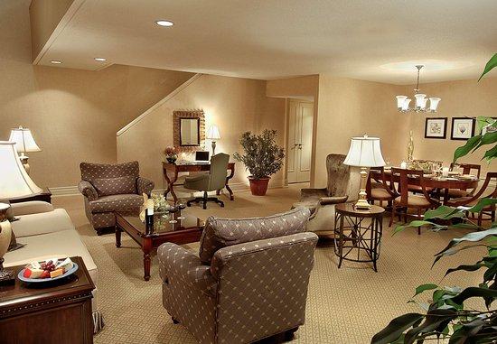 Toronto Marriott Bloor Yorkville Hotel: Concierge Bi-Level Suite