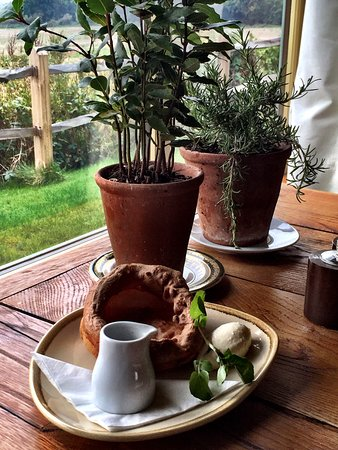 Petworth, UK: Try a yorkshire pudding as a bar snack.