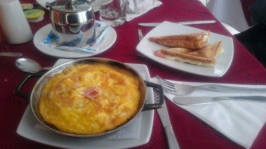 Hotel Plaza 36: El desayuno viene incluido con la habitación y es satisfactorio.