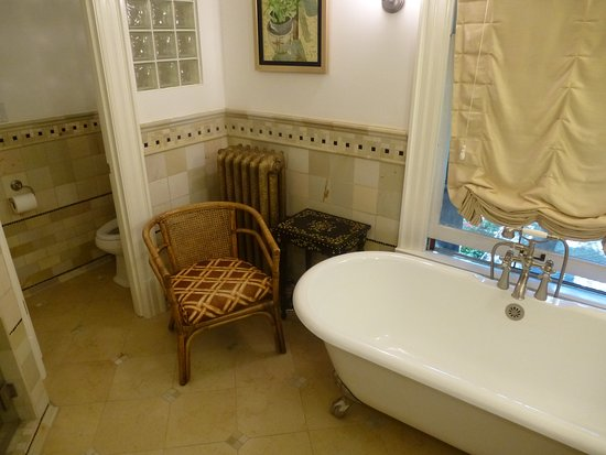 Bed & Breakfast On Broadway: Bathroom
