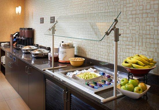 Waukegan, IL: Breakfast & Evening Social Area