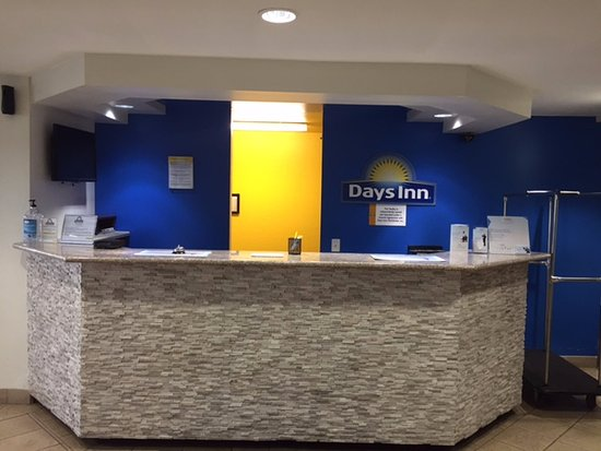 Days Inn Bellemont: Front Desk