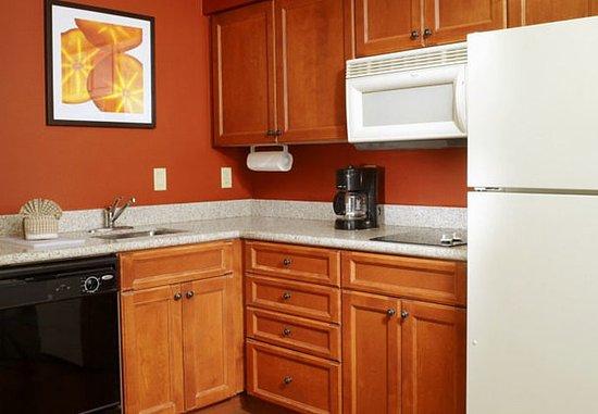 Oldsmar, Φλόριντα: Suite Kitchen