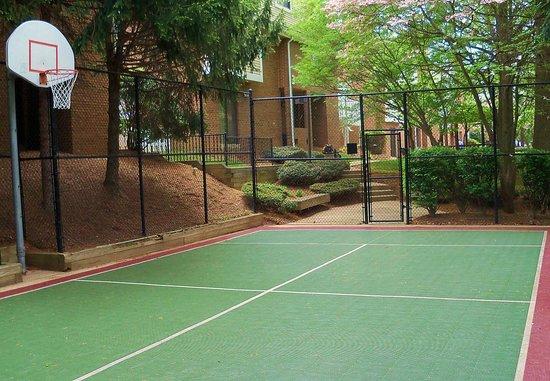 Residence Inn Tysons Corner: Sport Court