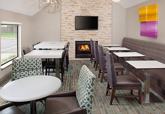 Madison Heights, MI: Dining Area