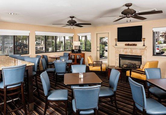 Greenwood Village, CO: Gatehouse Dining Area