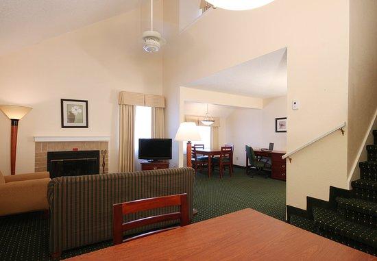 Тинтон-Фоллз, Нью-Джерси: One-Bedroom Penthouse Suite