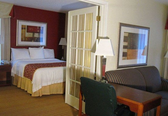 Kalamazoo, MI: Two-Bedroom Suite
