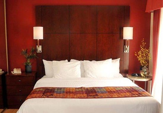 Tewksbury, MA: Suite Bedroom