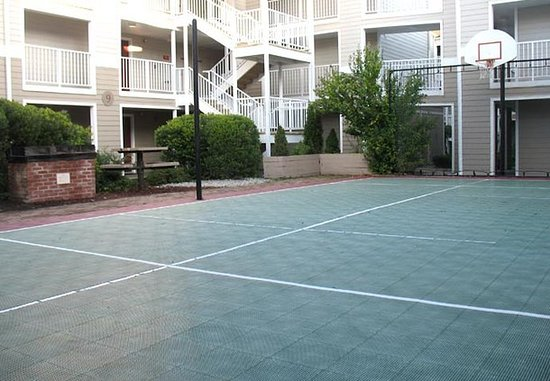 Tewksbury, MA: Sport Court