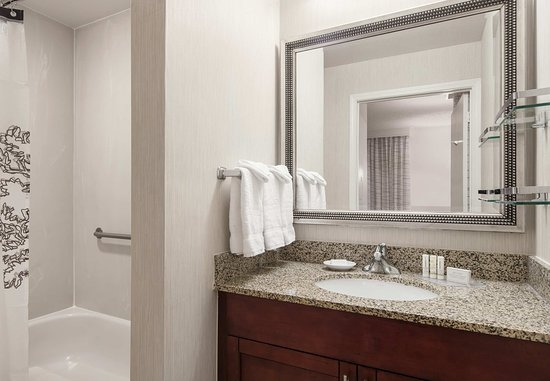 San Ramon, CA: Two-Bedroom Suite Bathroom