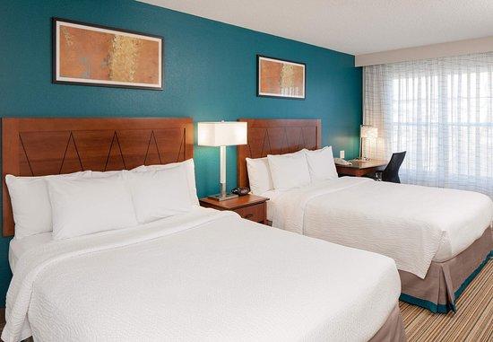 Norwood, MA: Two-Bedroom Suite – Queen/Queen Bedroom