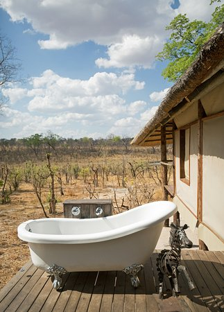 Hwange, Ζιμπάμπουε: Bath with a view!