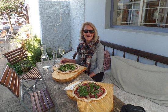 Port Alfred, Sør-Afrika: Smell those pizzas at Zest Cafe