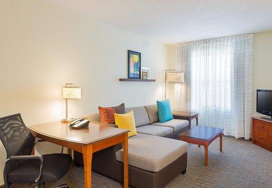 ร็อกกี้ฮิลล์, คอนเน็กติกัต: One Bedroom Suite - Living Area