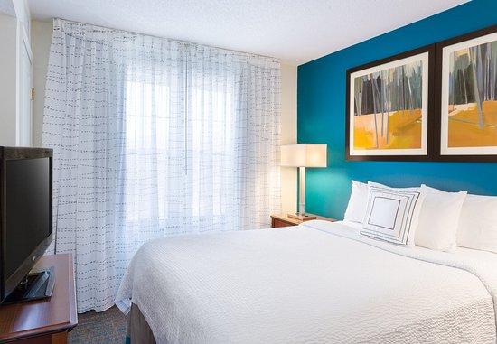 ร็อกกี้ฮิลล์, คอนเน็กติกัต: One Bedroom Suite - Sleeping Area