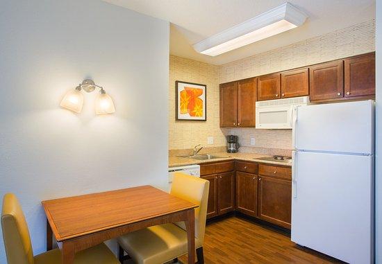 Rocky Hill, CT: Suite Kitchen