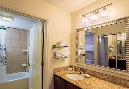 Rocky Hill, CT: Suite Bathroom