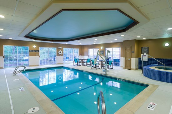 Framingham, MA: Indoor Pool