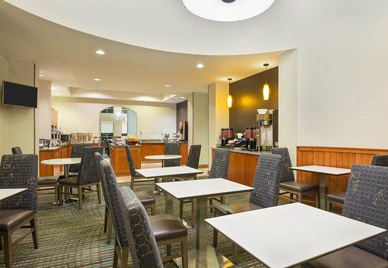 Miramar, FL: Dining Area