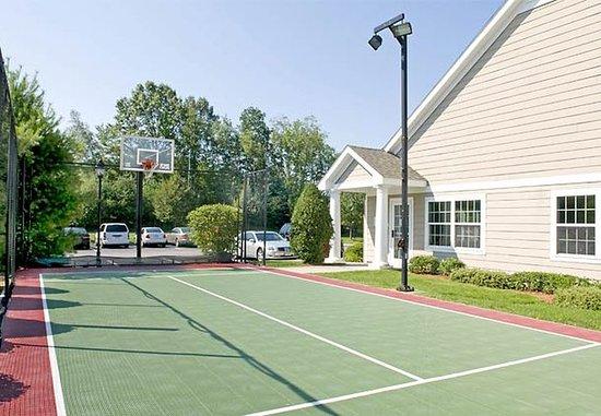 Franklin, ماساتشوستس: Sport Court