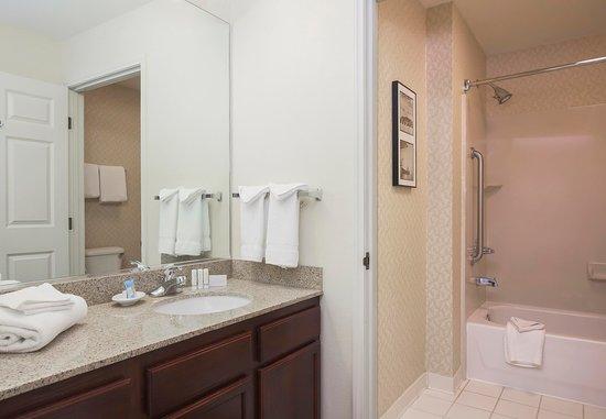 มอร์แกนฮิลล์, แคลิฟอร์เนีย: Guest Bathroom