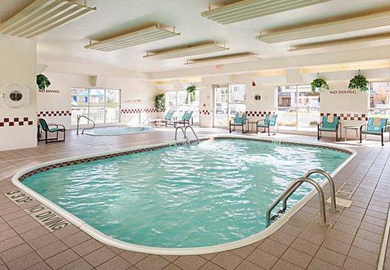 Peoria, IL: Indoor Pool & Hot Tub