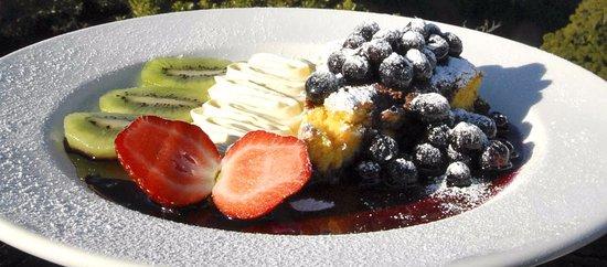Ettalong Beach, Australia: Re:Publik's gluten-free orange & almond cake with warm berries