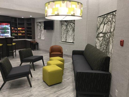 Leamington, Canada: New Lobby Seating
