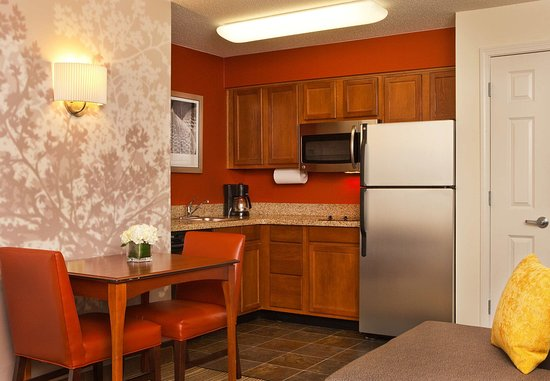 Residence Inn Greenbelt: One-Bedroom Suite - Kitchen