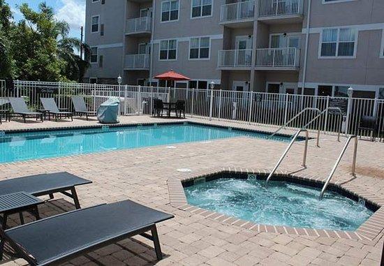 Sebring, Φλόριντα: Outdoor Pool & Whirlpool