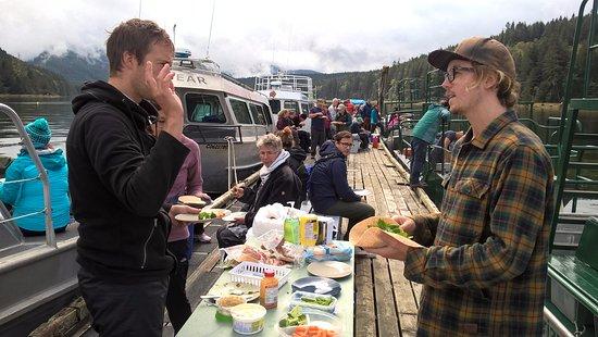 Telegraph Cove, Canada : lunch op de vlonder