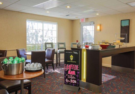 Residence Inn Salinas Monterey : Dining Area
