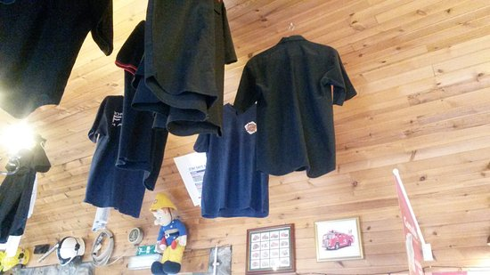 Tomintoul, UK: Firefighters shirts adorn the ceiling