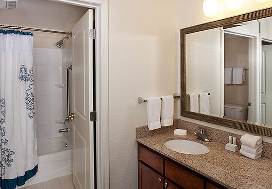 Holtsville, Nova York: Suite Bathroom
