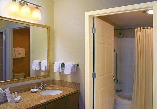 Avon, CT: Suite Bathroom
