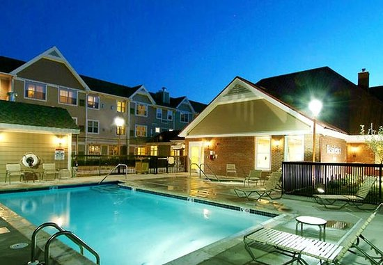 Avon, CT: Outdoor Pool