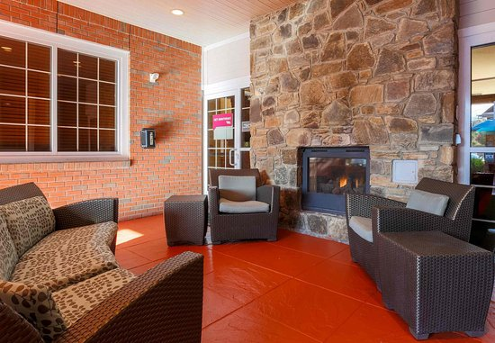 Вудбридж, Вирджиния: Outdoor Fireplace Seating