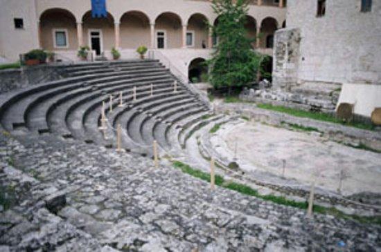 Spoleto, إيطاليا: Spoletto's Roman Theateer