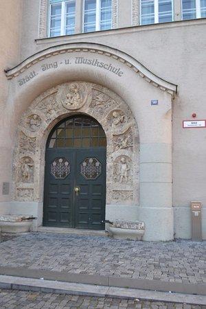 Landsberg am Lech, Tyskland: Бывший вход в монастырь Урсулинок (сейчас вход в музыкальную школу)