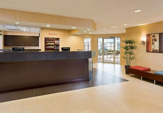 Residence Inn Houston The Woodlands/Lake Front Circle: Front Desk