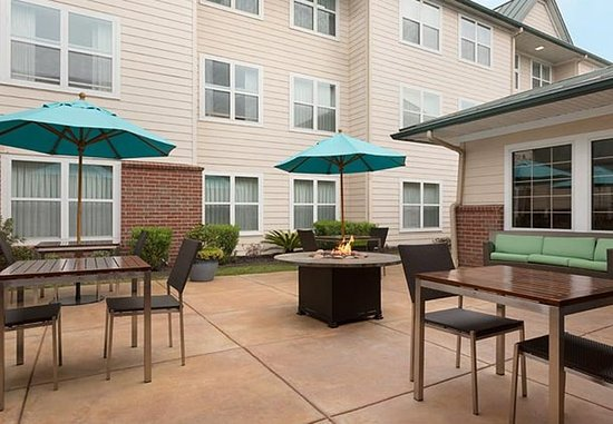 Residence Inn Houston The Woodlands/Lake Front Circle: Outdoor Patio