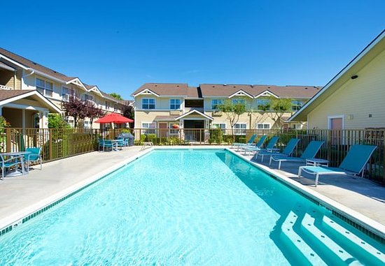 Kent, WA: Outdoor Pool