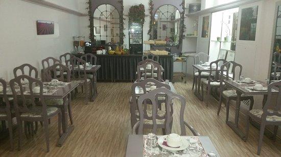 Hotel de France: salle petit dejeuner