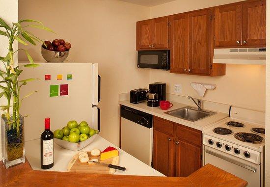 Annapolis Junction, MD: Studio Suite Kitchen