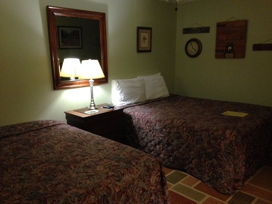 Falls Country Motel: not fancy but clean and comfortable