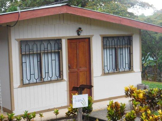 """San Isidro de El General, Costa Rica: """"La Casita""""   el concepto fue basado en una casita de peones, es  muy acogedora, cuenta con dos"""